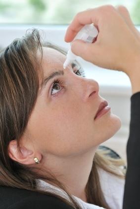 Linser og hodepine: Øyedråper