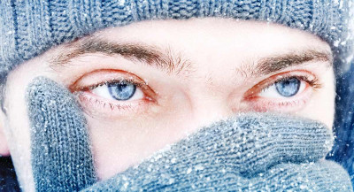 Øyne med kontaktlinser i kulde og minusgrader